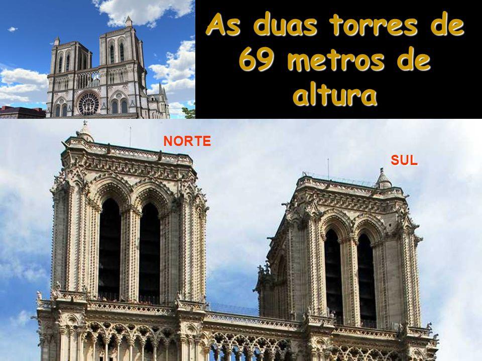 As duas torres de 69 metros de altura