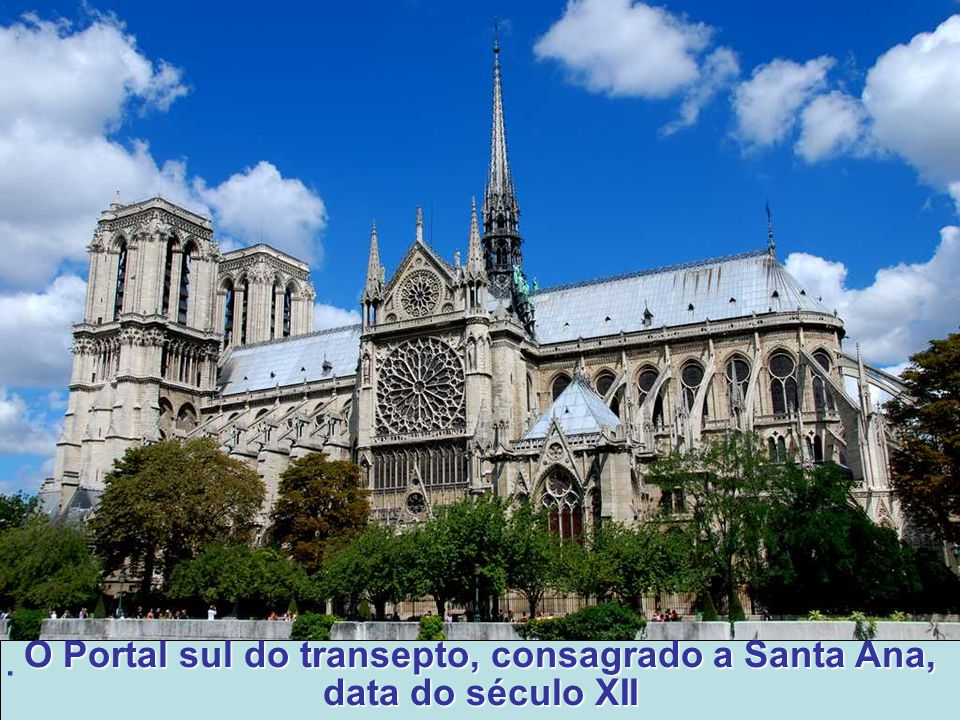 O Portal sul do transepto, consagrado a Santa Ana, data do século XII