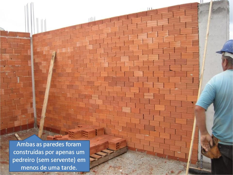 Ambas as paredes foram construídas por apenas um pedreiro (sem servente) em menos de uma tarde.
