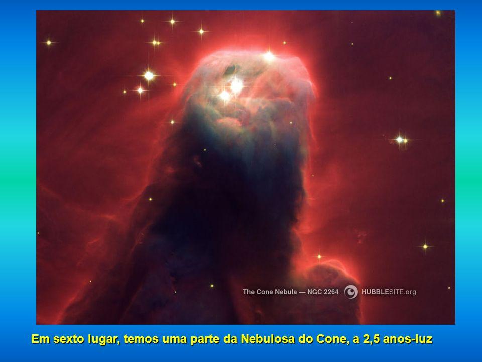 Em sexto lugar, temos uma parte da Nebulosa do Cone, a 2,5 anos-luz