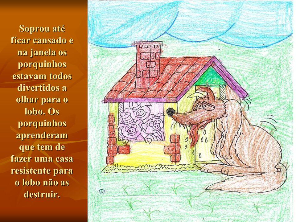 Soprou até ficar cansado e na janela os porquinhos estavam todos divertidos a olhar para o lobo.