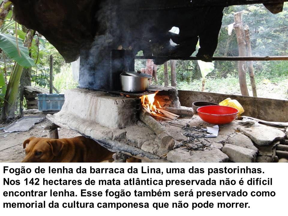 Fogão de lenha da barraca da Lina, uma das pastorinhas