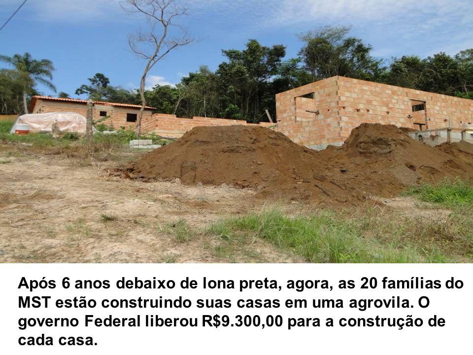 Após 6 anos debaixo de lona preta, agora, as 20 famílias do MST estão construindo suas casas em uma agrovila.