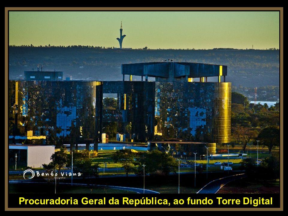 Procuradoria Geral da República, ao fundo Torre Digital