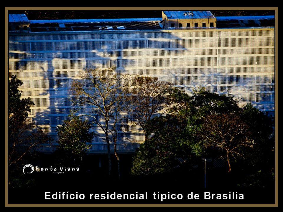 Edifício residencial típico de Brasília