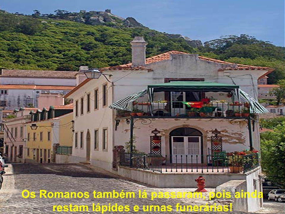 Os Romanos também lá passaram, pois ainda restam lápides e urnas funerárias!