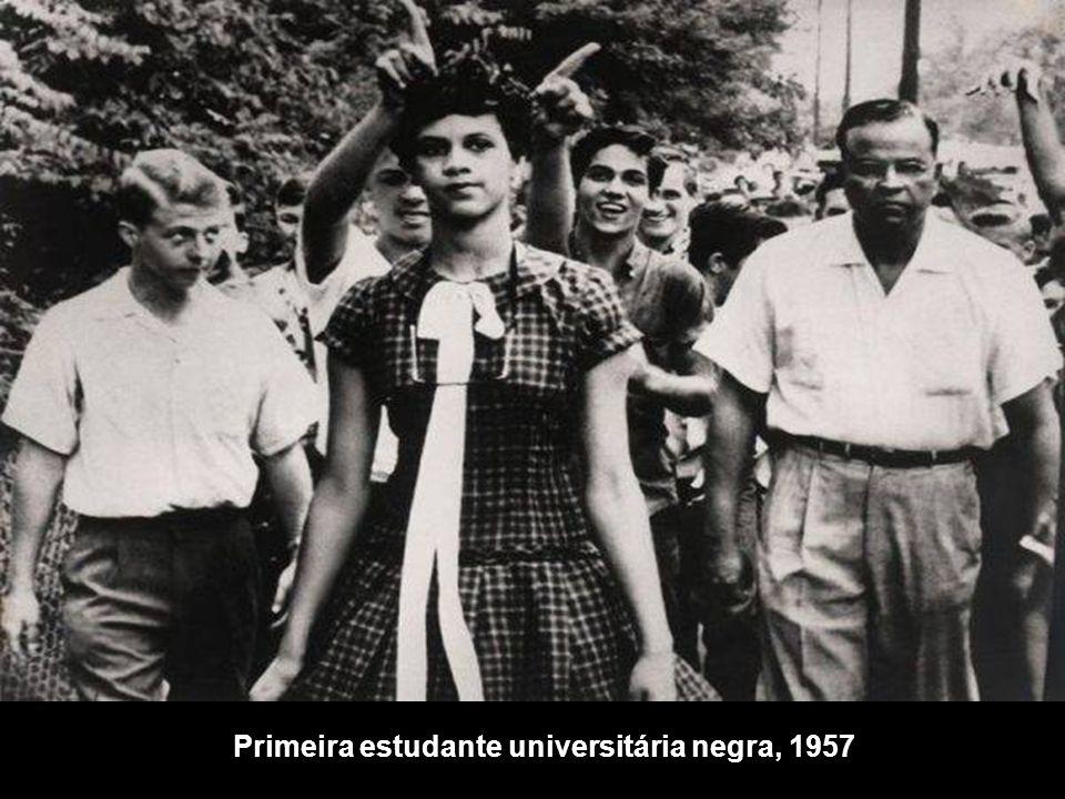Primeira estudante universitária negra, 1957