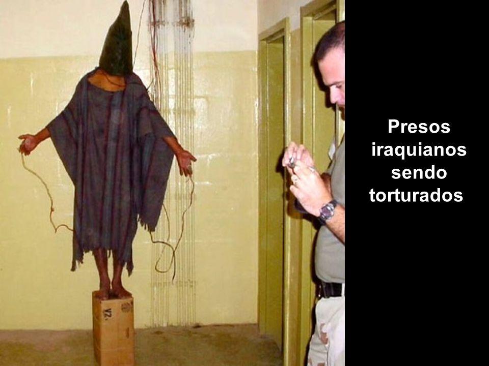 Presos iraquianos sendo torturados