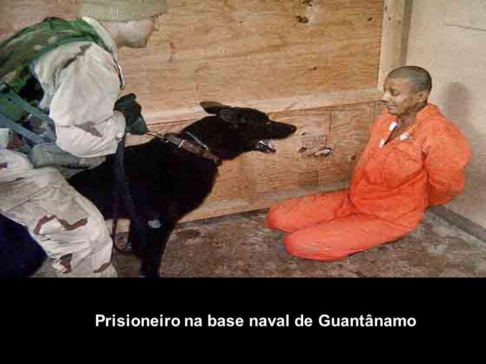 Prisioneiro na base naval de Guantânamo