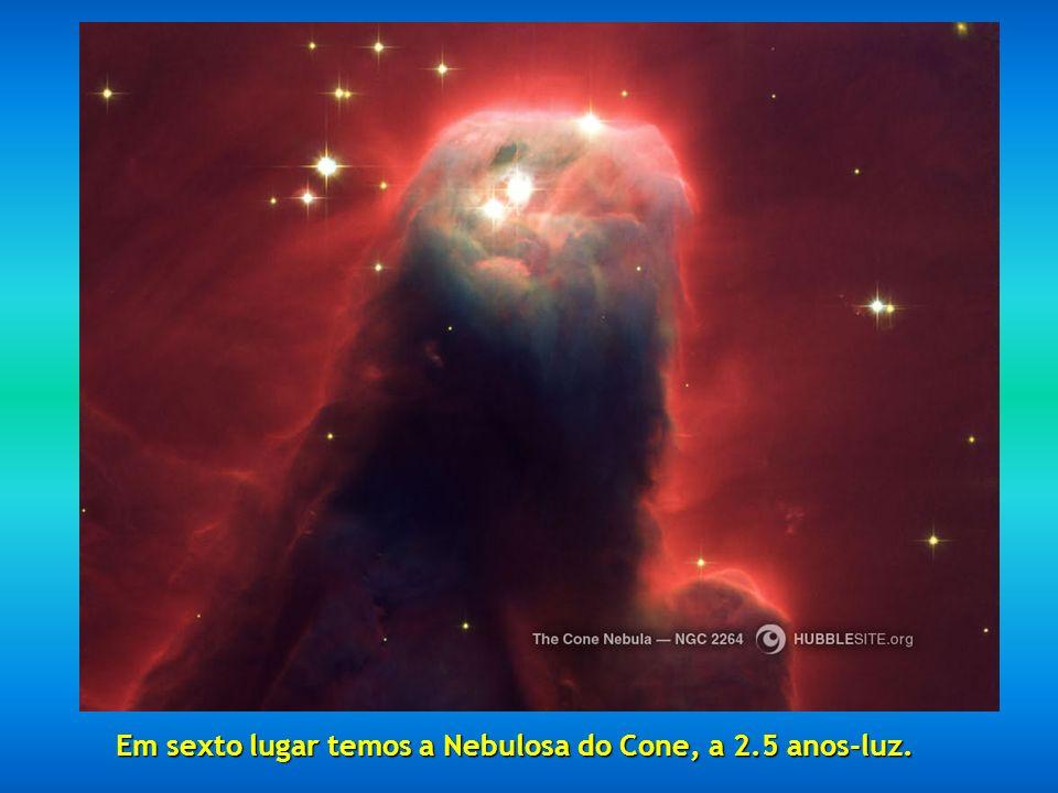 Em sexto lugar temos a Nebulosa do Cone, a 2.5 anos-luz.