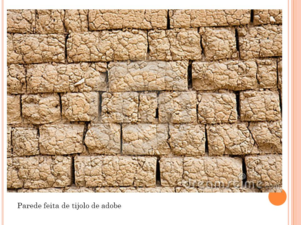 Parede feita de tijolo de adobe