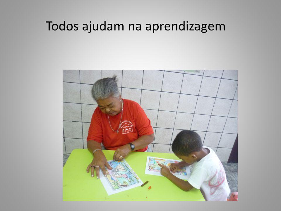 Todos ajudam na aprendizagem