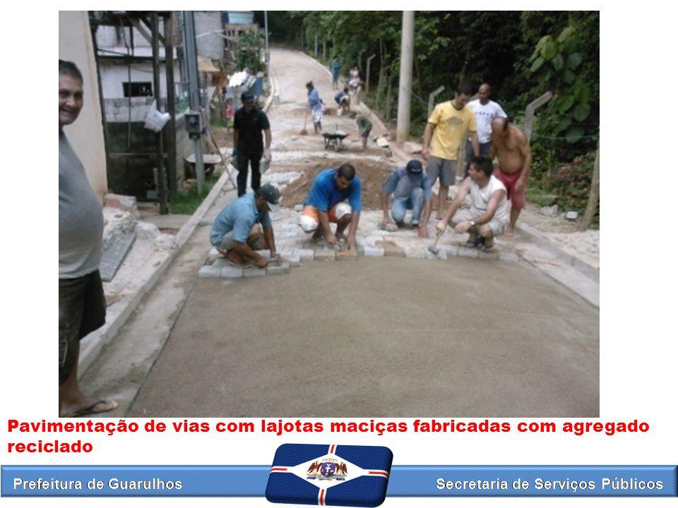 Pavimentação de vias com lajotas maciças fabricadas com agregado reciclado