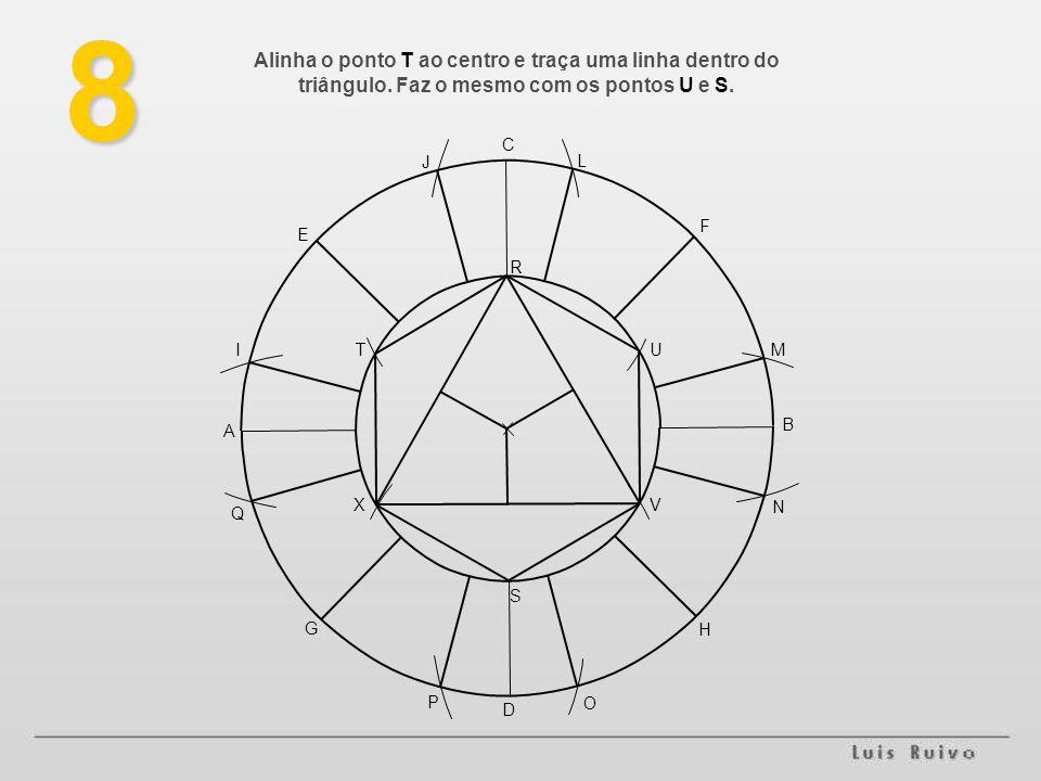 8 Alinha o ponto T ao centro e traça uma linha dentro do triângulo. Faz o mesmo com os pontos U e S.