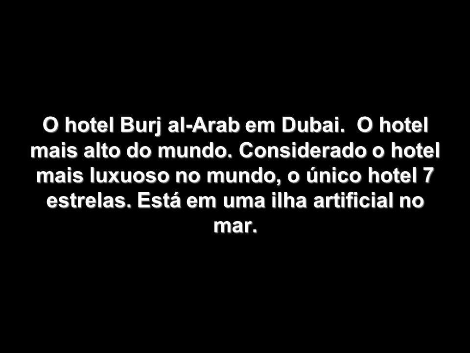 O hotel Burj al-Arab em Dubai. O hotel mais alto do mundo
