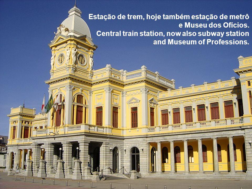 Estação de trem, hoje também estação de metrô e Museu dos Ofícios
