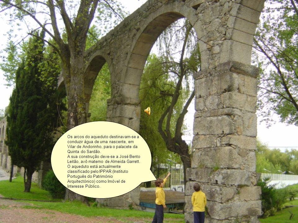 Os arcos do aqueduto destinavam-se a conduzir água de uma nascente, em Vilar de Andorinho, para o palacete da Quinta do Sardão.