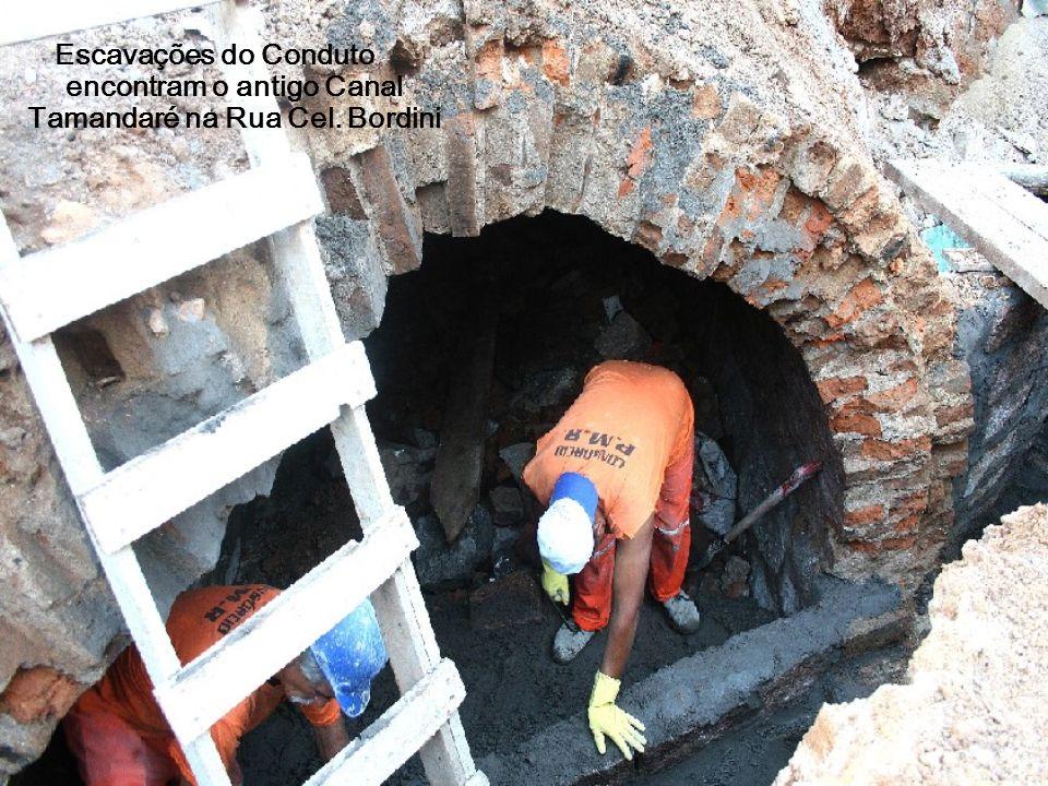 Escavações do Conduto encontram o antigo Canal Tamandaré na Rua Cel