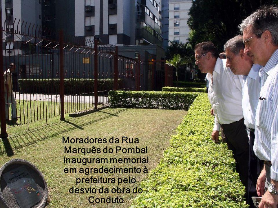 Moradores da Rua Marquês do Pombal inauguram memorial em agradecimento à prefeitura pelo desvio da obra do Conduto