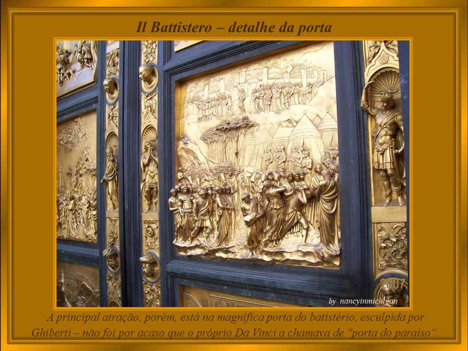 Il Battistero – detalhe da porta