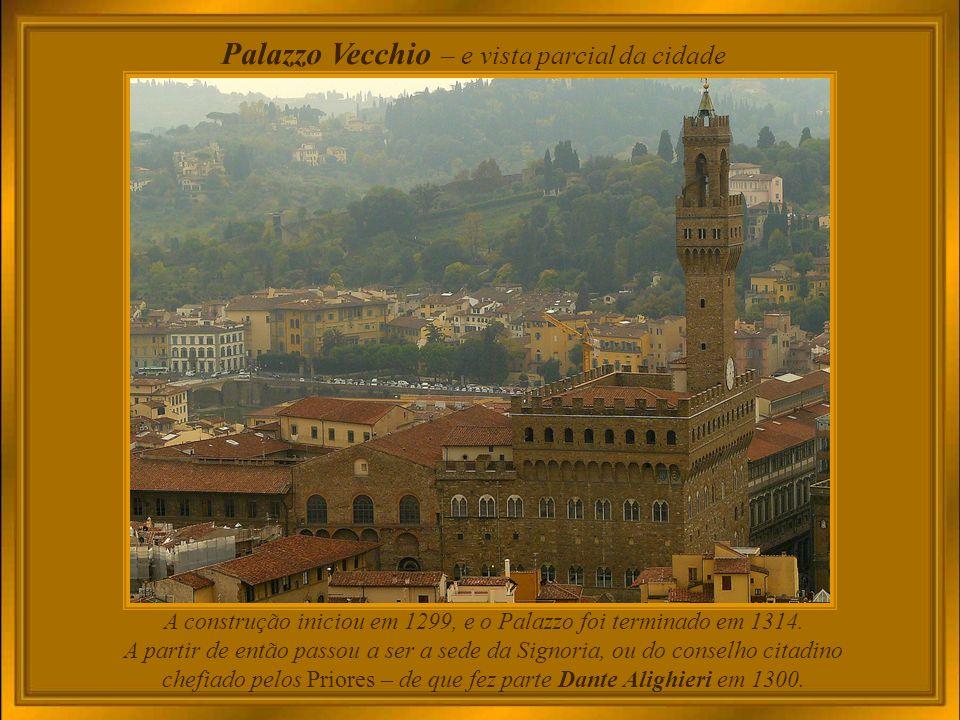 A construção iniciou em 1299, e o Palazzo foi terminado em 1314.