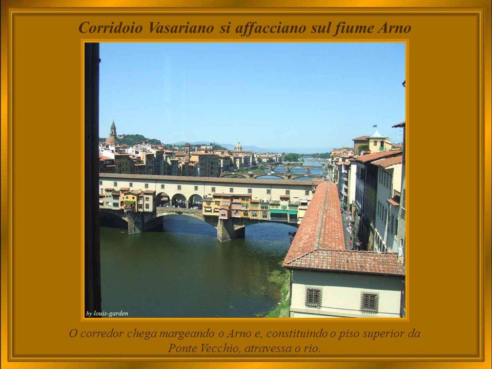 Corridoio Vasariano si affacciano sul fiume Arno