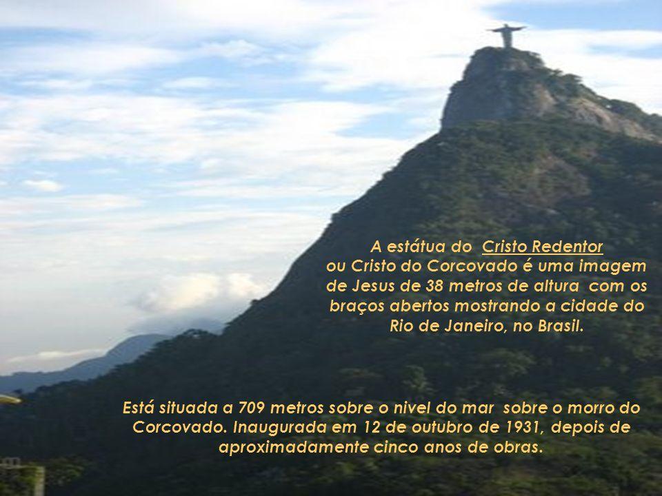 A estátua do Cristo Redentor ou Cristo do Corcovado é uma imagem de Jesus de 38 metros de altura com os braços abertos mostrando a cidade do Rio de Janeiro, no Brasil.
