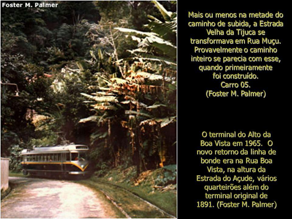 Mais ou menos na metade do caminho de subida, a Estrada Velha da Tijuca se transformava em Rua Muçu. Provavelmente o caminho inteiro se parecia com esse, quando primeiramente