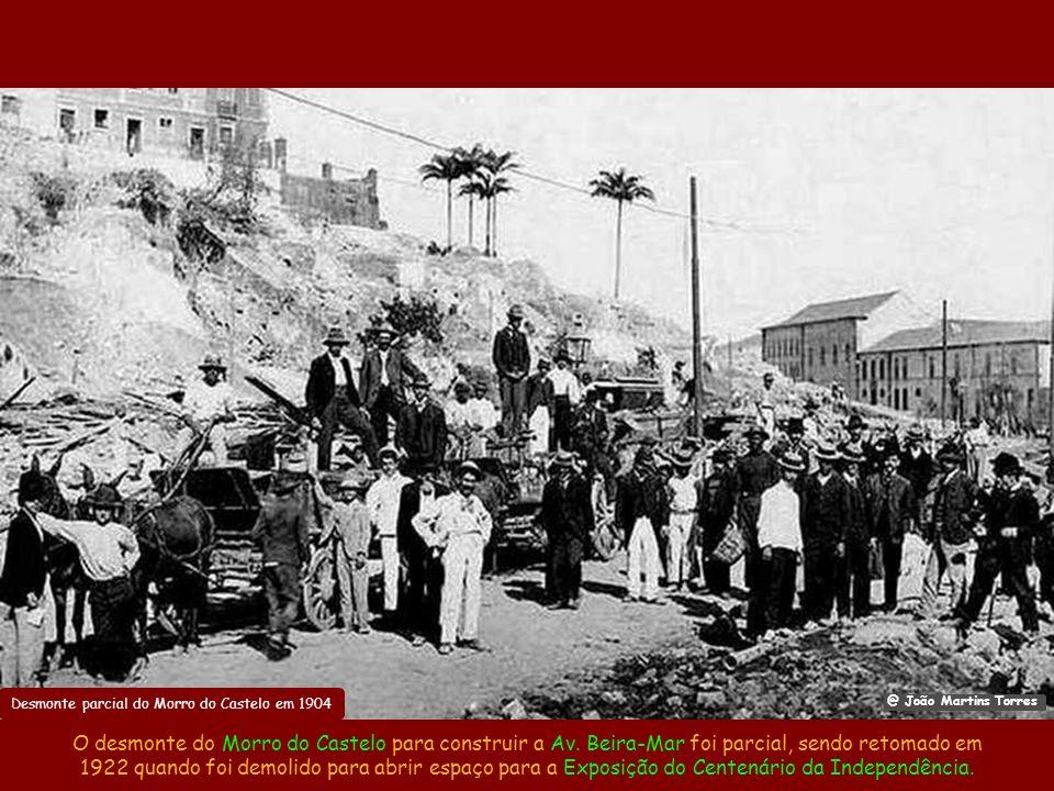 Desmonte parcial do Morro do Castelo em 1904