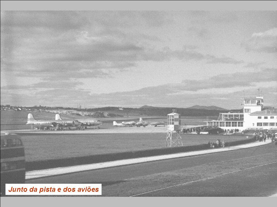 Junto da pista e dos aviões