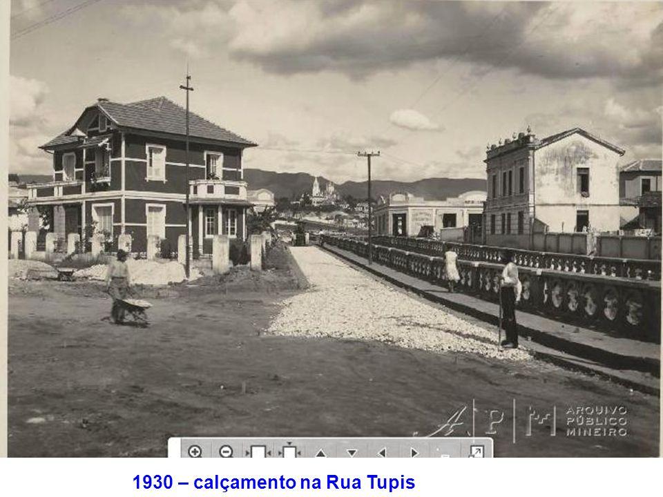 1930 – calçamento na Rua Tupis