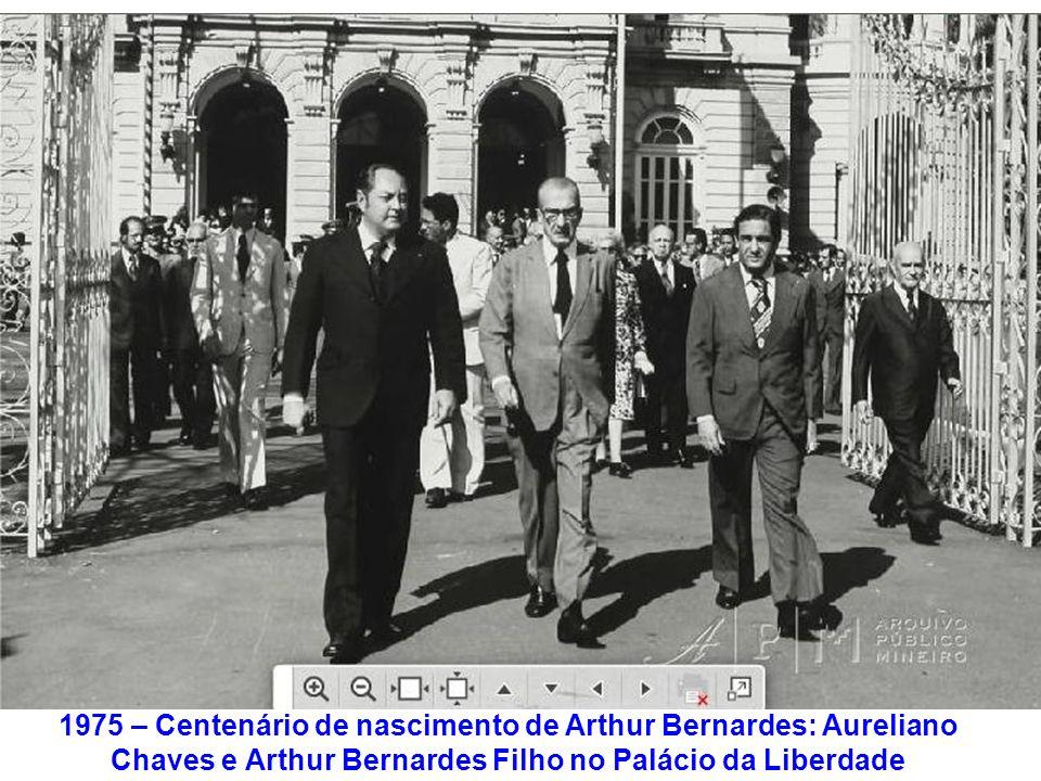 1975 – Centenário de nascimento de Arthur Bernardes: Aureliano Chaves e Arthur Bernardes Filho no Palácio da Liberdade