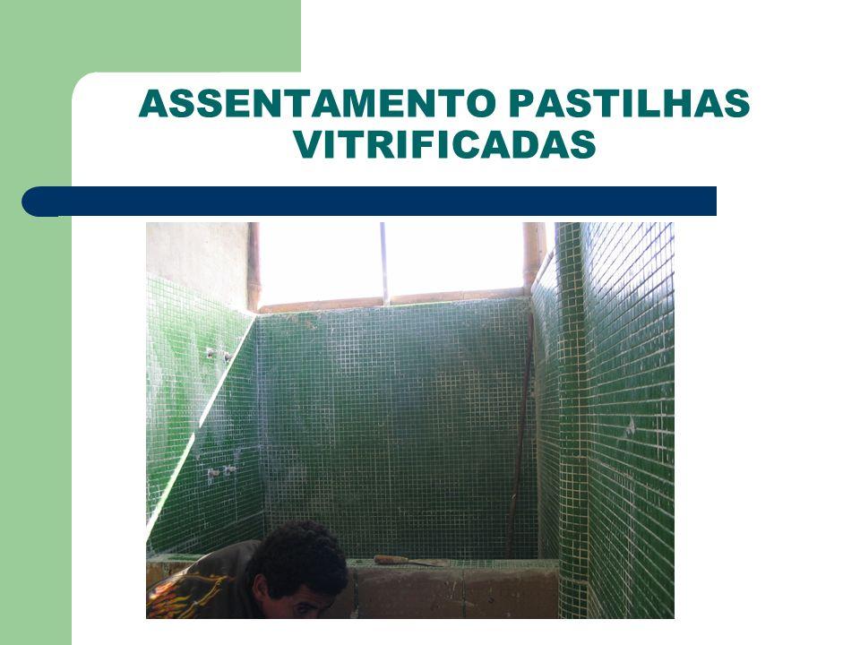 ASSENTAMENTO PASTILHAS VITRIFICADAS