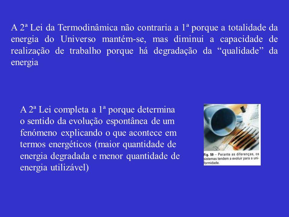 A 2ª Lei da Termodinâmica não contraria a 1ª porque a totalidade da energia do Universo mantém-se, mas diminui a capacidade de realização de trabalho porque há degradação da qualidade da energia