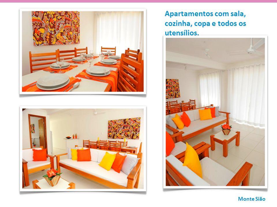 Apartamentos com sala, cozinha, copa e todos os utensílios.