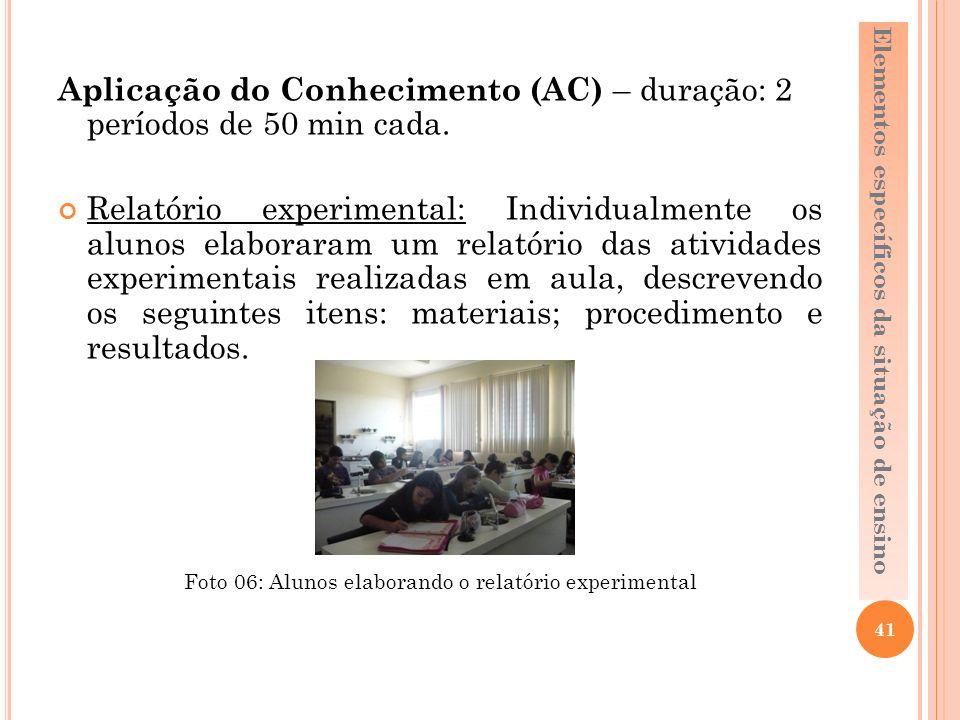 Foto 06: Alunos elaborando o relatório experimental