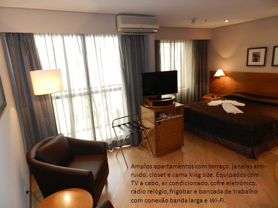 Amplos apartamentos com terraço, janelas anti-ruido, closet e cama king size.