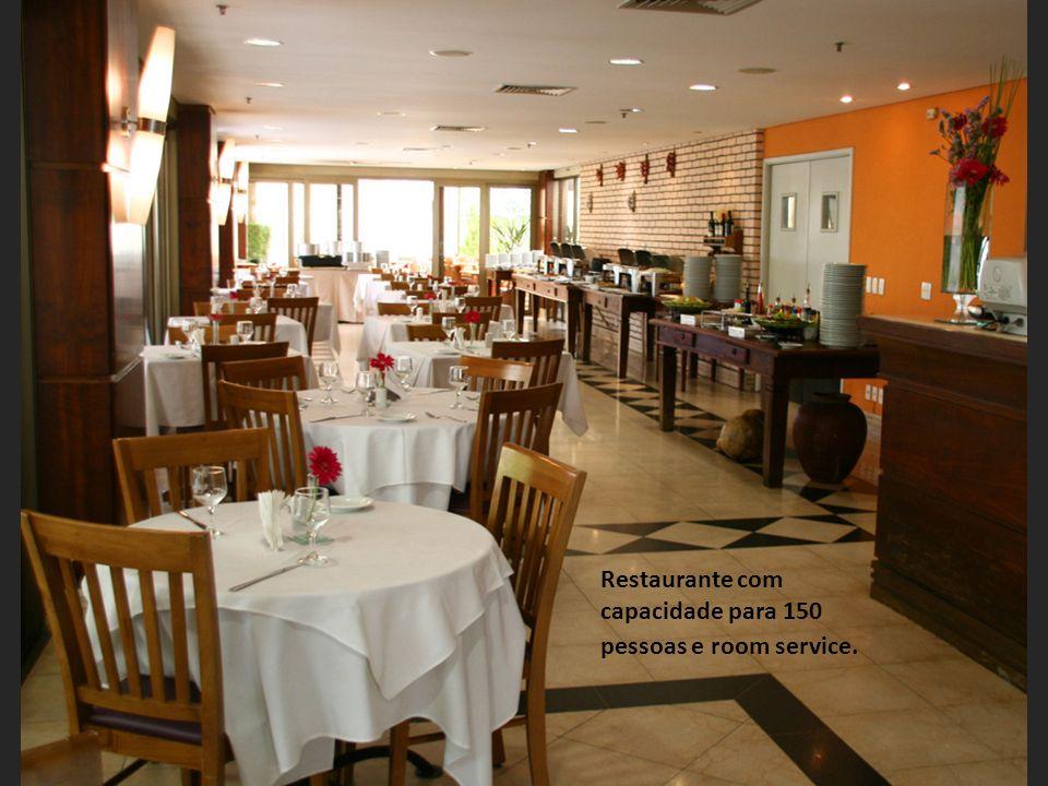 Restaurante com capacidade para 150 pessoas e room service.