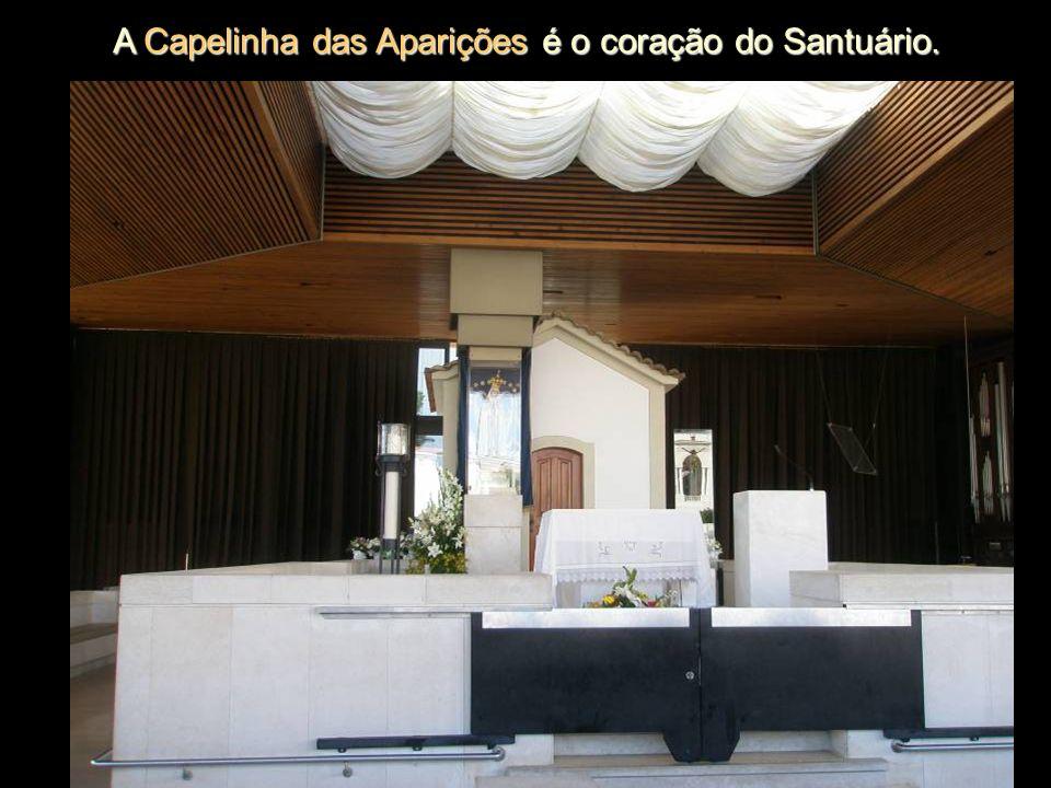 A Capelinha das Aparições é o coração do Santuário.