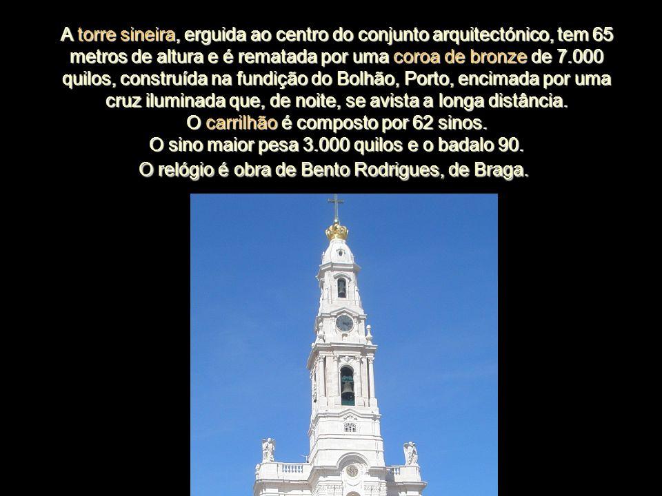 O relógio é obra de Bento Rodrigues, de Braga.