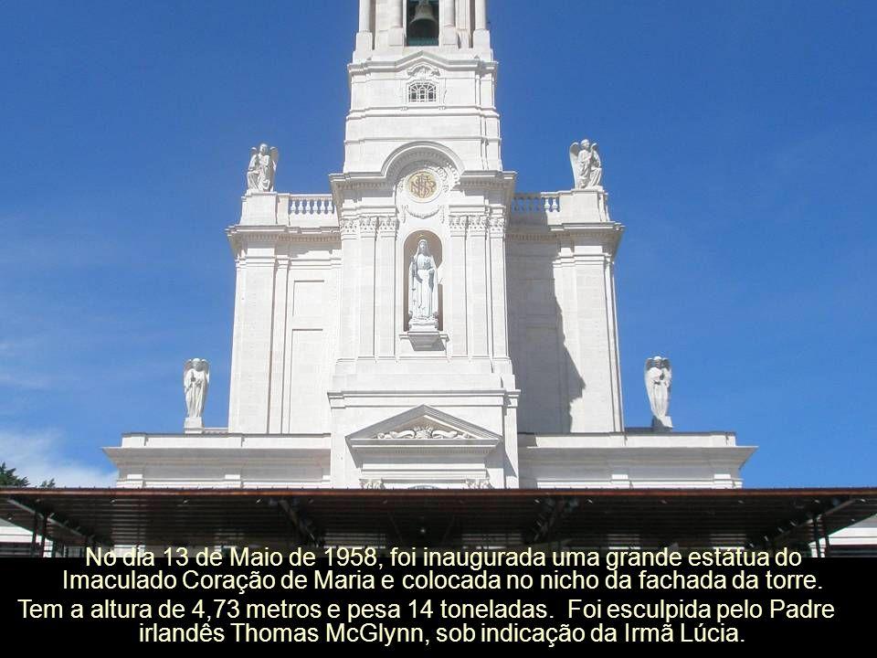 No dia 13 de Maio de 1958, foi inaugurada uma grande estátua do Imaculado Coração de Maria e colocada no nicho da fachada da torre.