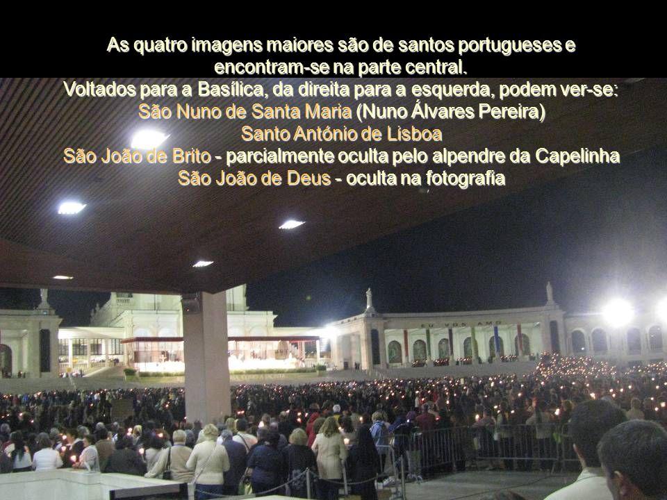 As quatro imagens maiores são de santos portugueses e encontram-se na parte central.