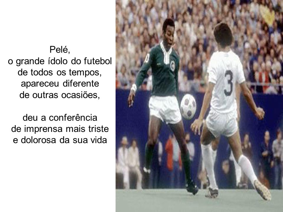 o grande ídolo do futebol de todos os tempos, apareceu diferente