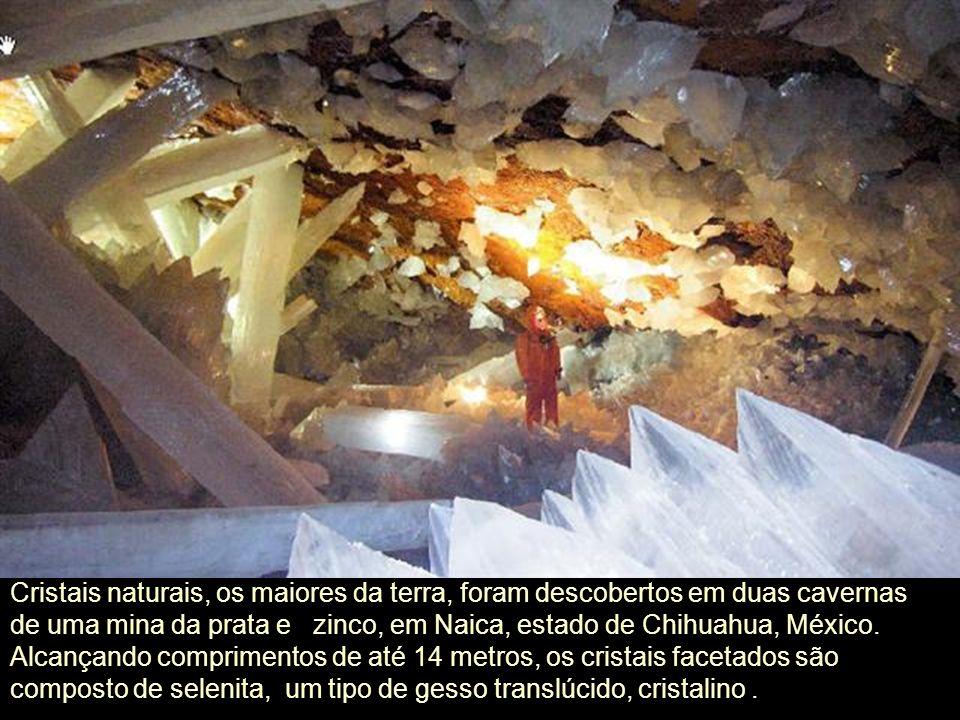 Cristais naturais, os maiores da terra, foram descobertos em duas cavernas de uma mina da prata e zinco, em Naica, estado de Chihuahua, México.