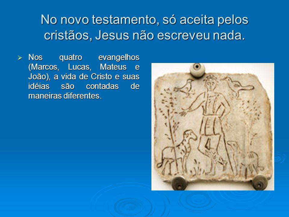 No novo testamento, só aceita pelos cristãos, Jesus não escreveu nada.