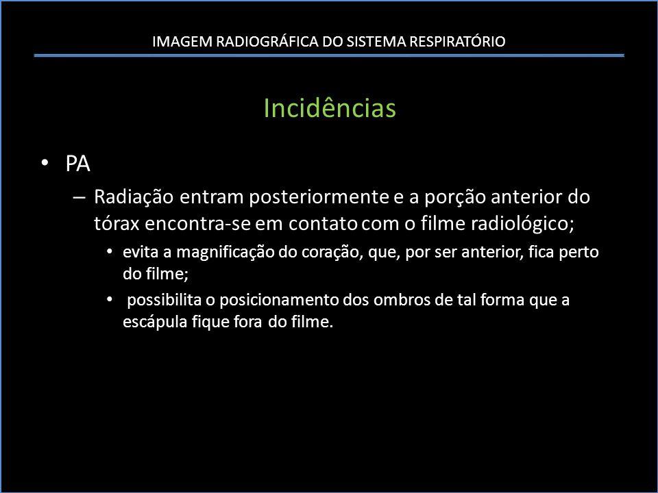 Incidências PA. Radiação entram posteriormente e a porção anterior do tórax encontra-se em contato com o filme radiológico;