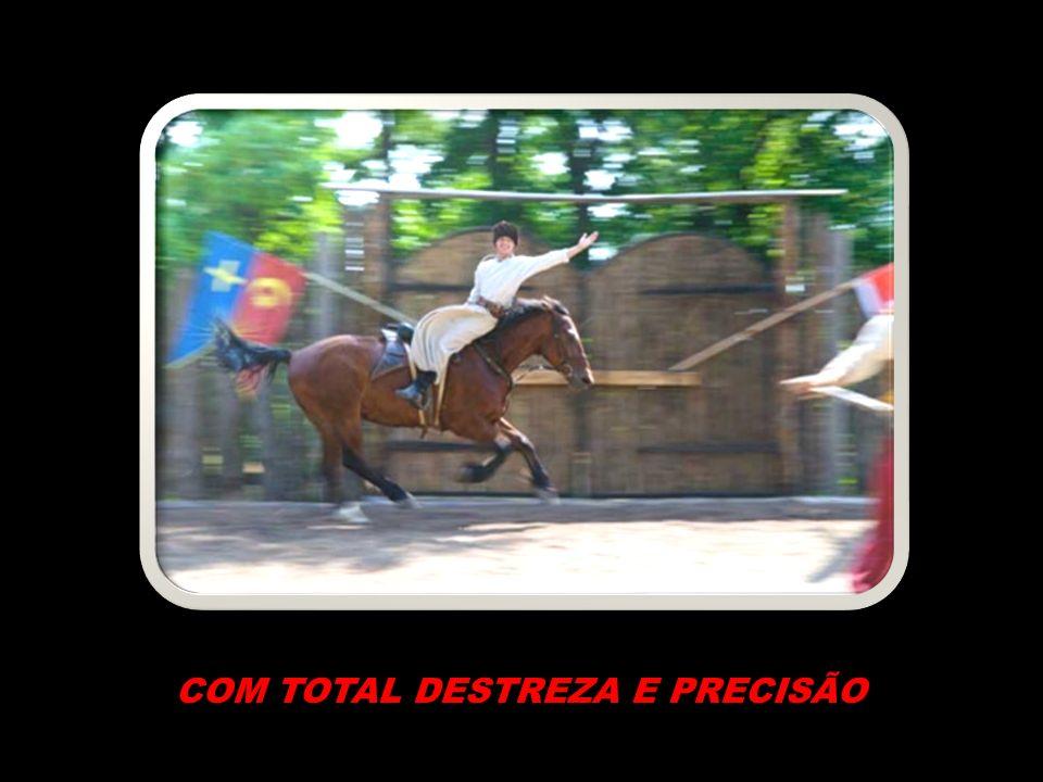 COM TOTAL DESTREZA E PRECISÃO