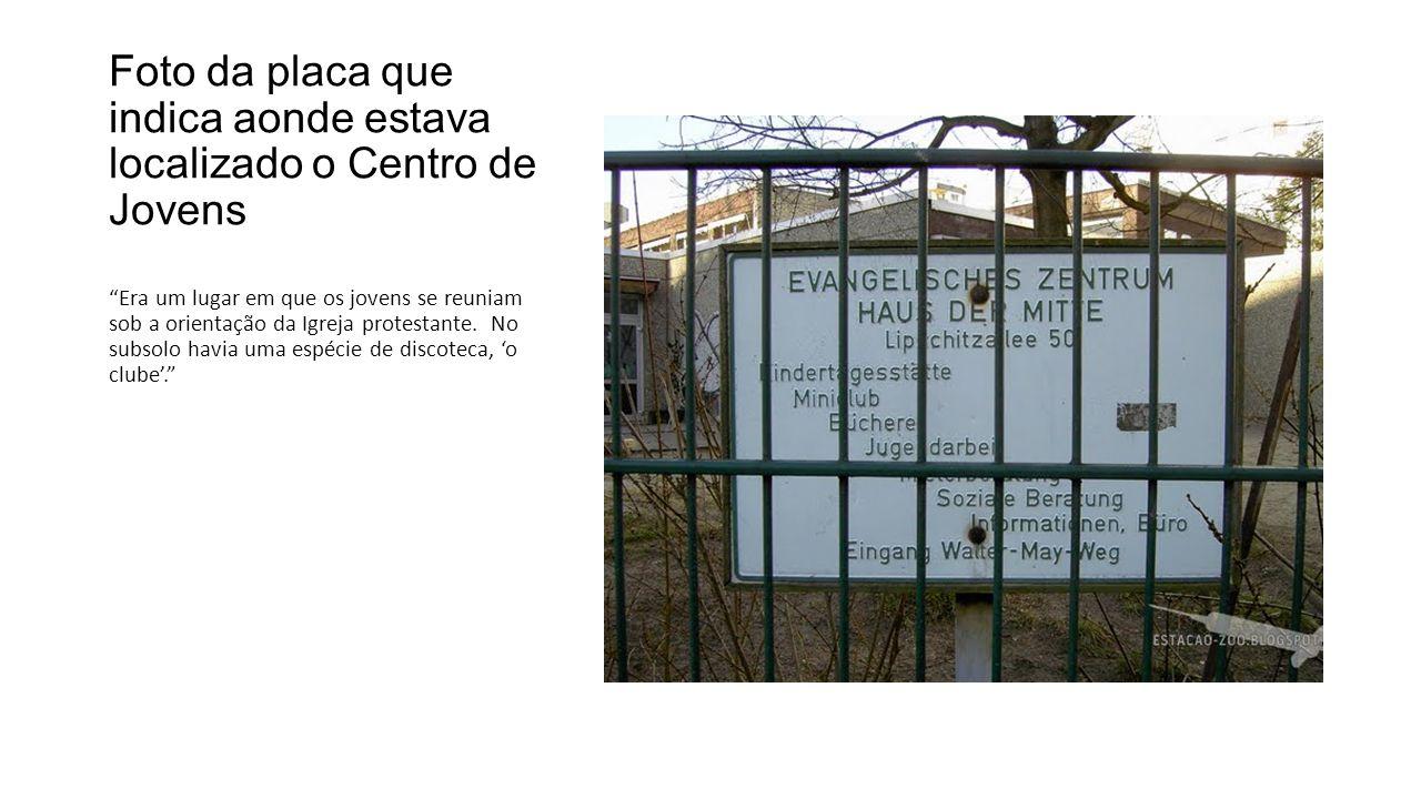 Foto da placa que indica aonde estava localizado o Centro de Jovens
