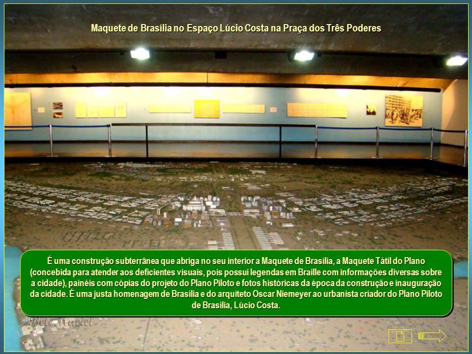 Maquete de Brasília no Espaço Lúcio Costa na Praça dos Três Poderes