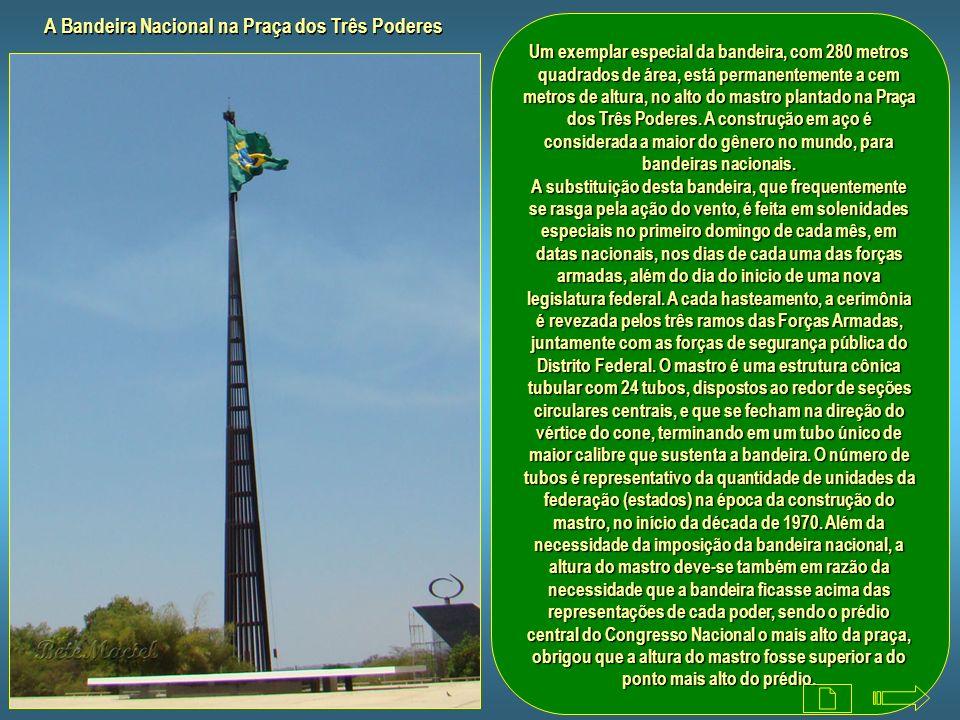A Bandeira Nacional na Praça dos Três Poderes